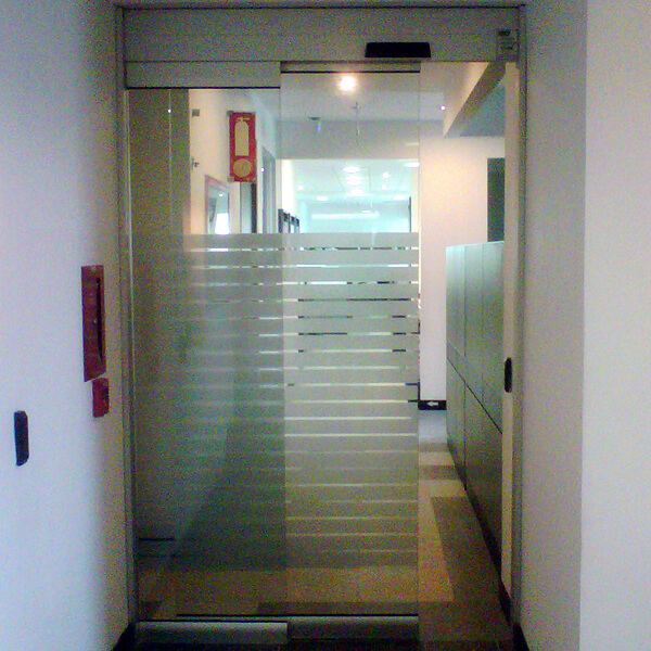 Puertas deslizantes autom ticas de apertura lateral en vidrio - Puertas deslizantes de cristal ...