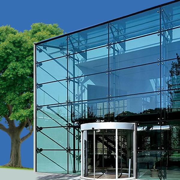 Fachadas y divisiones en vidrio ivegas for Casa minimalista vidrio