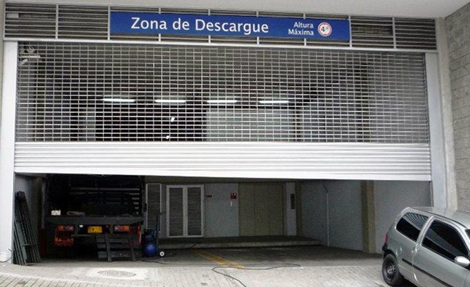 Cortinas Enrollables - Parqueaderos Centro Comercial Santa Fe, Bogotá